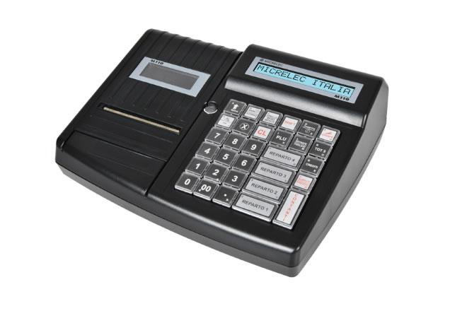 """Il Micrelec M110è un registratore di cassa """"Entry Level"""" elegante, compatto, dalle alte prestazioni, dotato di display LCD retroilluminato alfanumerico, veloce stampante termica con sistema facilitato di inserimento carta con dispositivo """"Easyloading"""" Micrelec e tastiera a 36 tasti programmabile con tasti di elevata durata e sensibilità (50 milioni di battute)."""